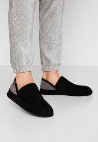 flip*flop - WIGWAM - Domácí obuv - black - 0