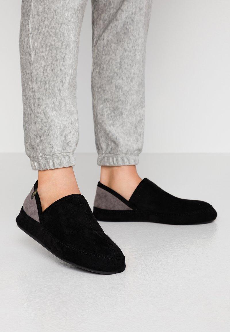 flip*flop - WIGWAM - Domácí obuv - black