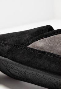 flip*flop - WIGWAM - Domácí obuv - black - 2