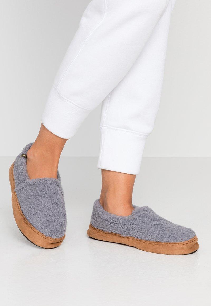 flip*flop - Domácí obuv - steel