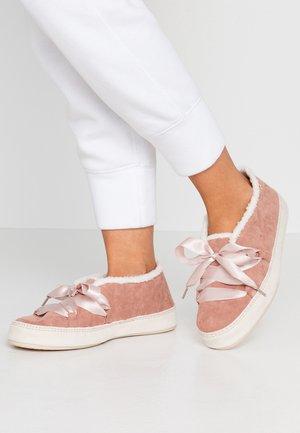 MOONIE - Pantoffels - dirty rose