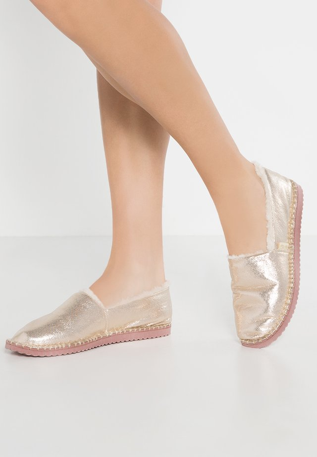 FLIPPADRILLA  - Slippers - pale gold