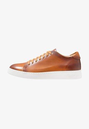 Sneakers basse - tan