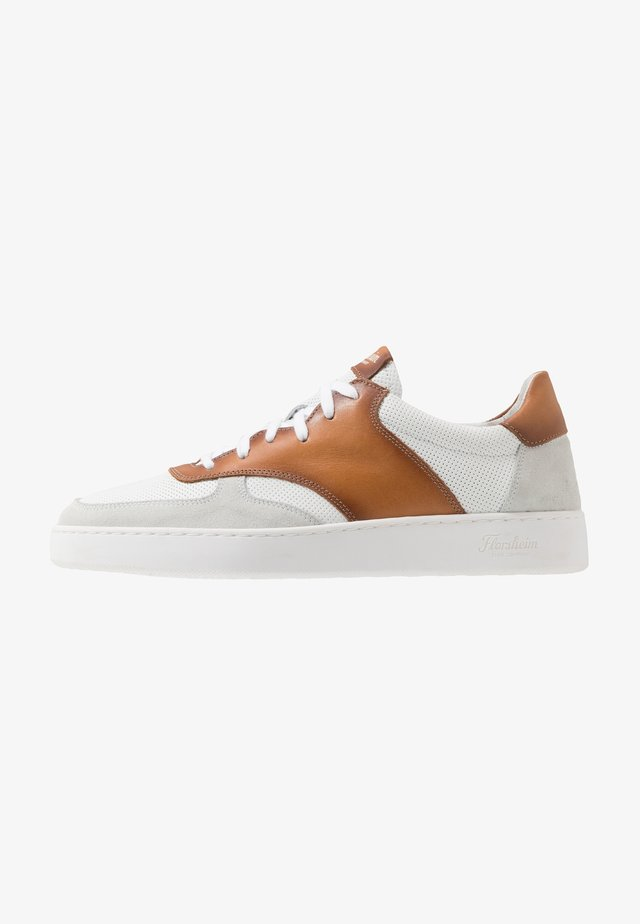 RANDOM - Trainers - tan/white