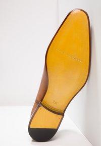 Floris van Bommel - Eleganckie buty - cognac - 4