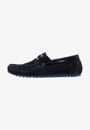 MOKKI - Chaussures bateau - dark blue