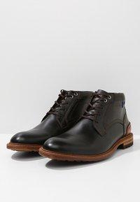 Floris van Bommel - CREPI CUP - Šněrovací kotníkové boty - black/cognac - 2