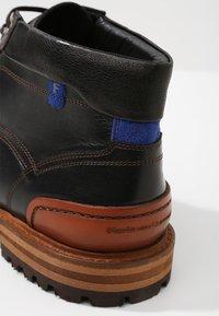 Floris van Bommel - CREPI CUP - Šněrovací kotníkové boty - black/cognac - 5