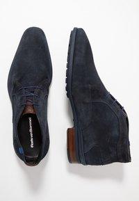 Floris van Bommel - GOMMI - Sznurowane obuwie sportowe - drak blue - 1