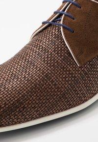 Floris van Bommel - Volnočasové šněrovací boty - brown - 5