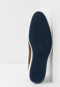 Floris van Bommel - Volnočasové šněrovací boty - brown - 4