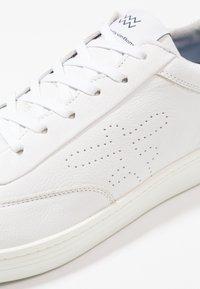 Floris van Bommel - WEMBLI - Sneakersy niskie - white grain - 5