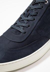 Floris van Bommel - WEMBLI - Sneakers - dark blue - 6
