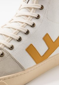 Flamingos' Life - EL CAMINO - High-top trainers - mustard/ivory - 5