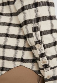 Folk - RELAXED FIT  - Chemise - ecru/ black windowpane - 5