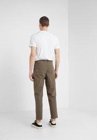 Folk - ASSEMBLY PANTS - Trousers - khaki - 2