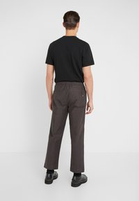 Folk - ALBER PANT - Trousers - charcoal - 2