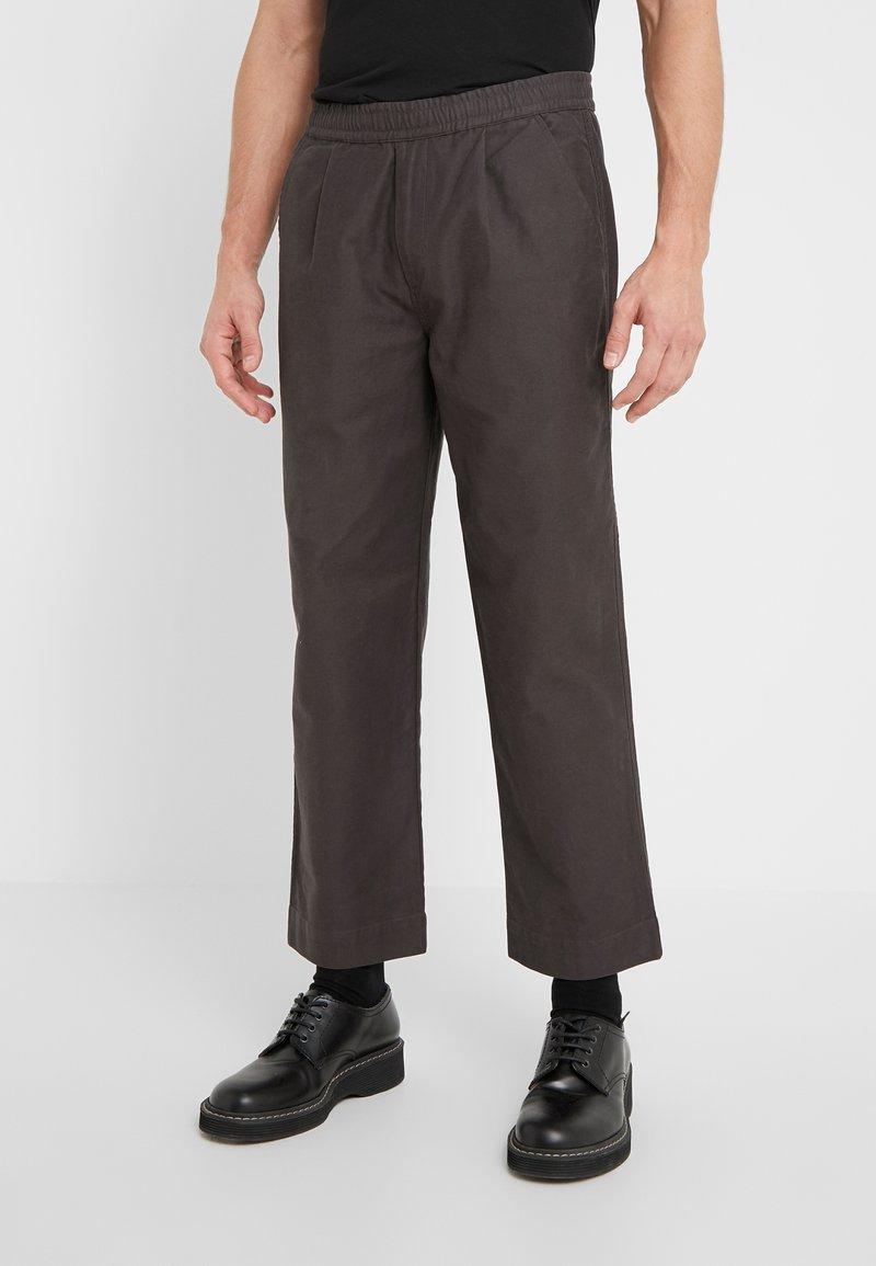 Folk - ALBER PANT - Trousers - charcoal