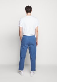 Folk - DRAWCORD ASSEMBLY PANTS - Trousers - blue - 2