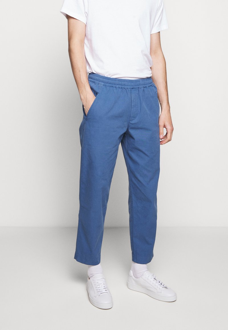 Folk - DRAWCORD ASSEMBLY PANTS - Trousers - blue