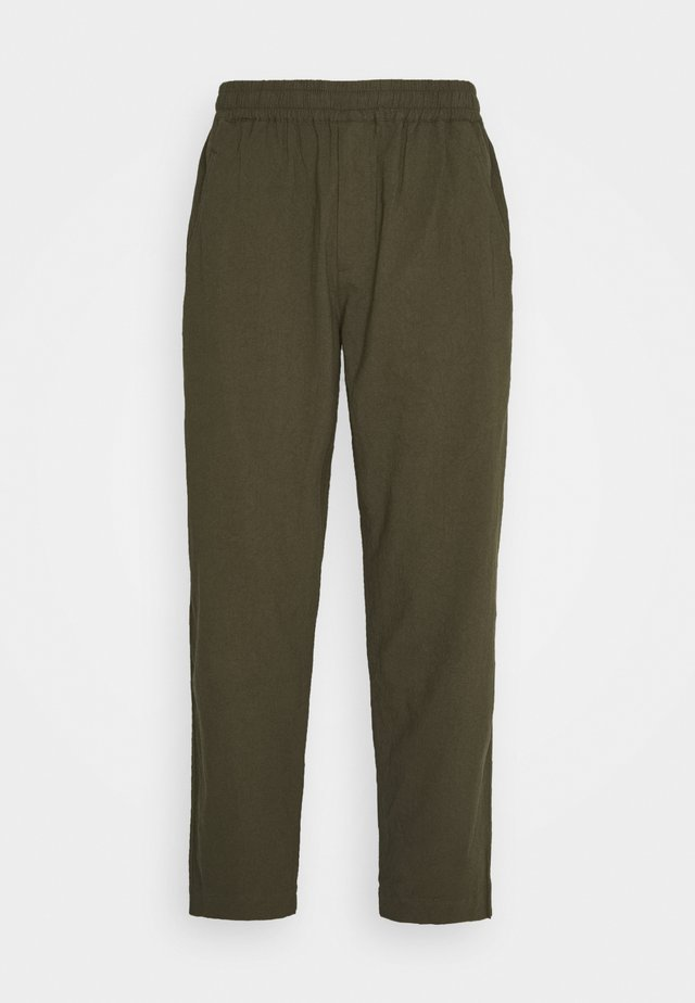 DRAWCORD ASSEMBLY PANT - Trousers - olive