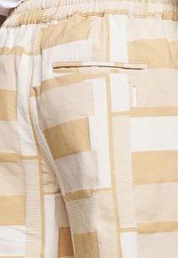 Folk - DRAW SHORT - Shorts - marigold - 5
