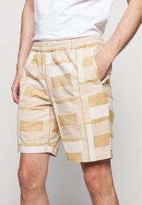 Folk - DRAW SHORT - Shorts - marigold - 3