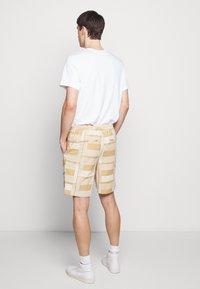 Folk - DRAW SHORT - Shorts - marigold - 2