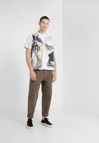 Folk - POCKET ASSEMBLY TEE - T-shirt - bas - white - 1