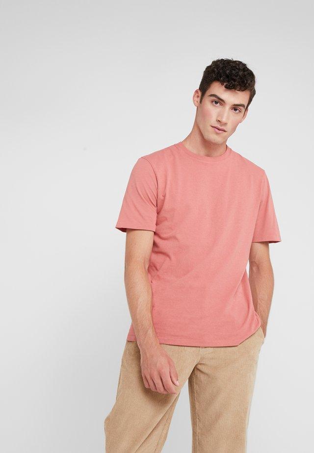 CONTRAST SLEEVE TEE - T-shirts basic - rhubarb