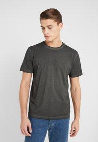 Folk - COLD DYE ASSEMBLY TEE - Basic T-shirt - black - 0