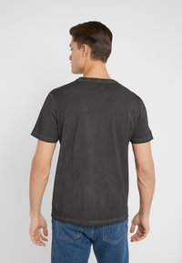 Folk - COLD DYE ASSEMBLY TEE - Basic T-shirt - black - 2