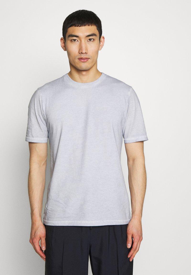 Folk - CONTRAST SLEEVE TEE - Print T-shirt - cold dye mist