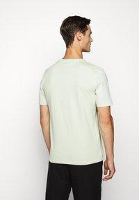 Folk - CONTRAST SLEEVE TEE - Basic T-shirt - lichen - 2