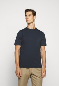 Folk - CONTRAST SLEEVE TEE - Basic T-shirt - navy - 0