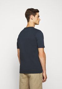 Folk - CONTRAST SLEEVE TEE - Basic T-shirt - navy - 2