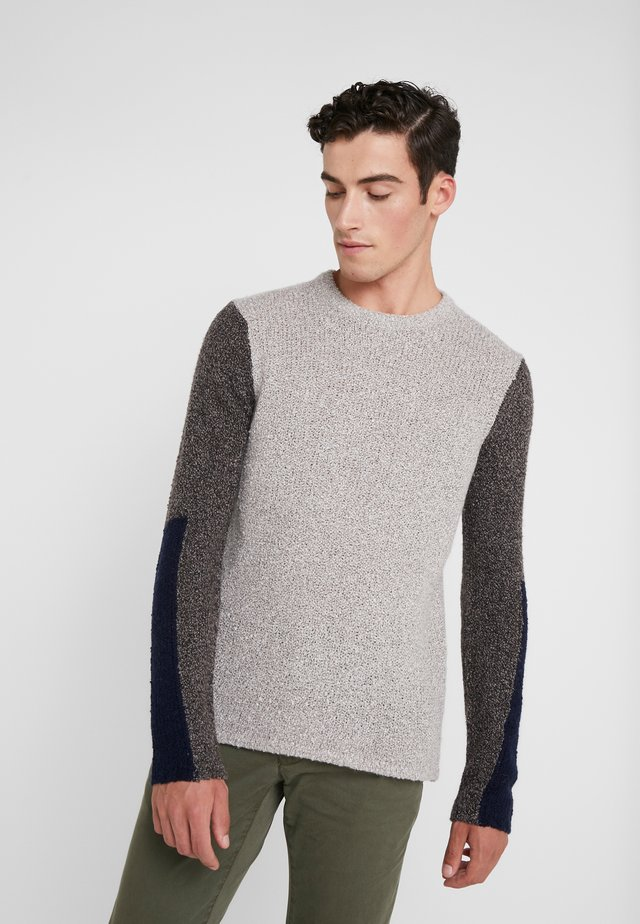 TEXTURED CREW - Jumper - stone/black