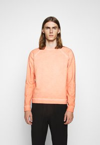 Folk - COLD DYE RIVET SWEAT - Sweatshirt - coral orange - 0