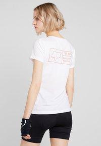 Fox Racing - TRACKER V NECK TEE - T-Shirt print - white - 2