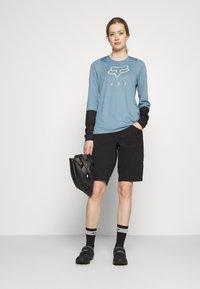 Fox Racing - WOMENS DEFEND - Funktionsshirt - light blue - 1