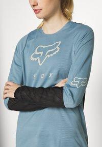 Fox Racing - WOMENS DEFEND - Funktionsshirt - light blue - 5