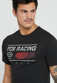 Fox Racing - GLOBAL TECH TEE - T-Shirt print - black - 5