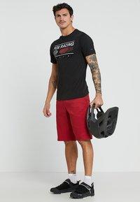 Fox Racing - GLOBAL TECH TEE - T-Shirt print - black - 1