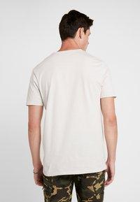 Fox Racing - STANDARD ISSUE PREMIUM TEE - T-Shirt print - light grey - 2
