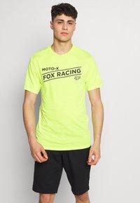 Fox Racing - BANNER TECH TEE - Triko spotiskem - lime - 0