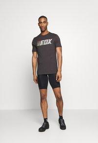 Fox Racing - LIGHTSPEED MOTH PREM TEE - T-Shirt print - black/white - 1