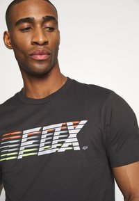 Fox Racing - LIGHTSPEED MOTH PREM TEE - T-Shirt print - black/white - 5