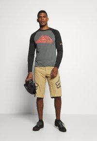 Fox Racing - DEFEND - Outdoor shorts - khaki - 1