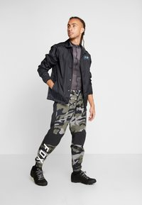 Fox Racing - DEFEND FIRE PANT - Stoffhose - green - 1