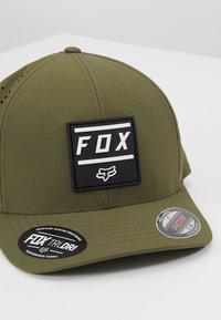 Fox Racing - LISTLESS FLEXFIT HAT - Muts - olive green - 5
